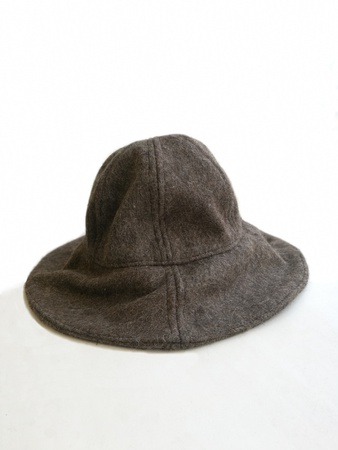 Hat of woollen cloth