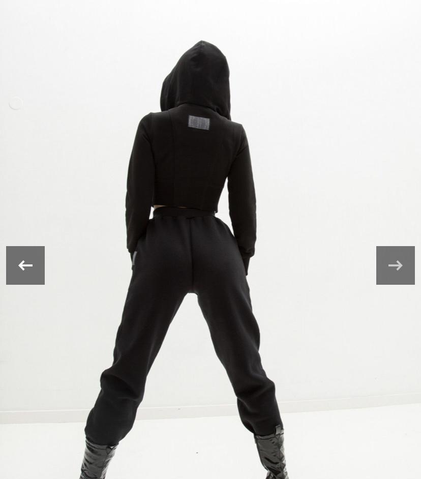 <p>Здравствуйте!<br /> Интересует объём на начальный запуск шоурума&nbsp;<br /> Ориентировочная сумма 25-40тысяч рублей на закуп&nbsp;<br /> Товары : спортивные костюмы из футера ( худи, свитшоты, джогеры, бермуды ), а так же базовые стильные футболки оверсайз&nbsp;</p>  <p>Благодарю</p>