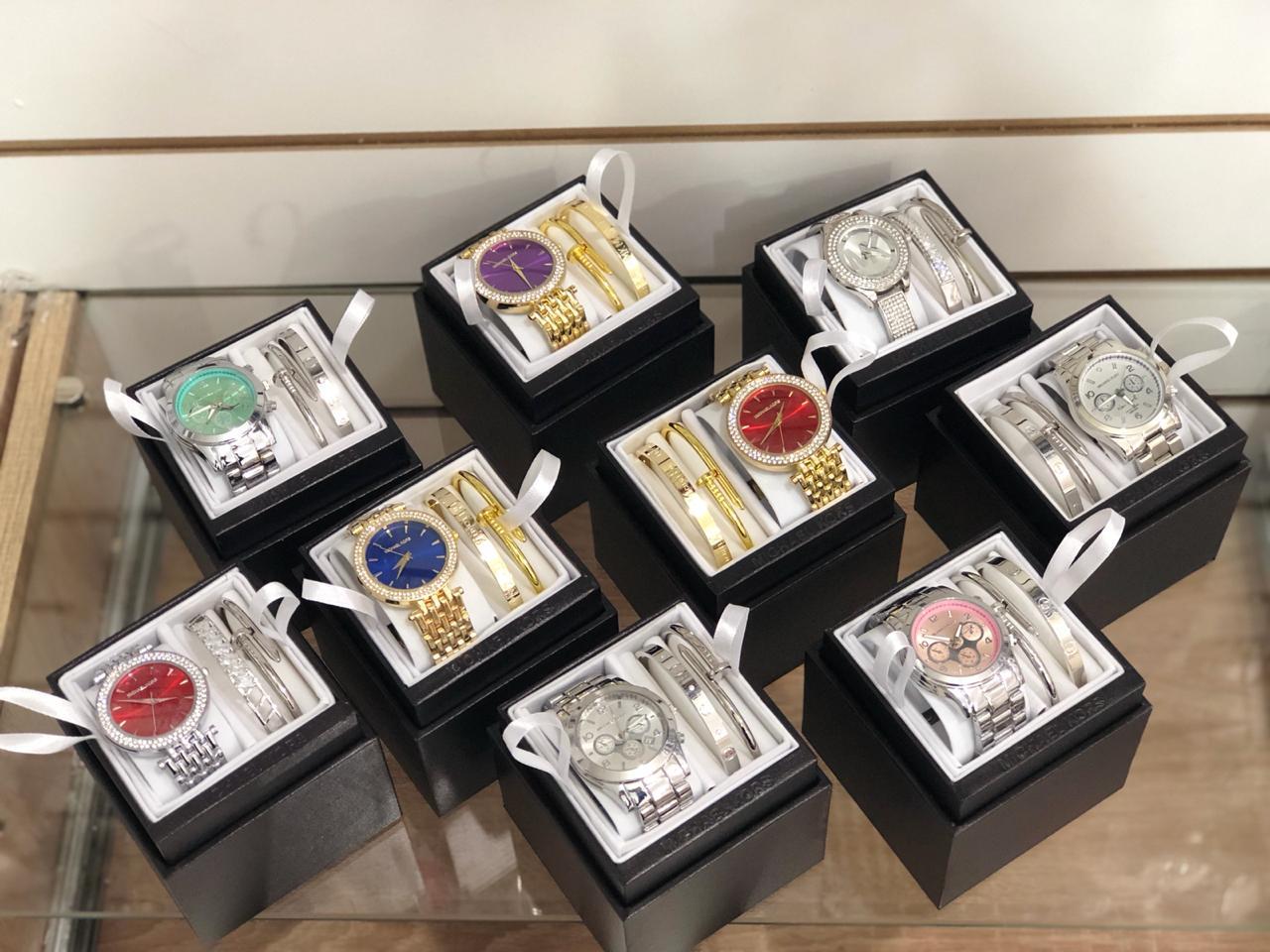 куплю оптом подарочные женские наборы часы браслеты, мужские часы, ремни мужские, портмоне. Ремни мужские 200 штук ARMANI, LACOSTE, PHILIPP/ ПОРТМОНЕ 200 штук ARMANI, LACOSTE, PHILIPP/ Часы ARMANI, LACOSTE, PHILIPP, можно и другие / Женские наборы, MICHAEL KORS, ANNE KLEIN      ПИШИТЕ НА ВАЦАП 8908 3 222 666