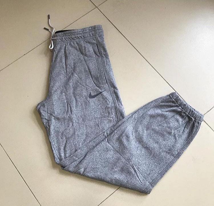 USA yazılı spor atletler, bedenler: s, m, l. Elastik bantlı ya da elastik bantsız (manşetsiz) nike eşofman altı alınacak: s, m, l. Tişört 20 adet, pantolon 20 adet