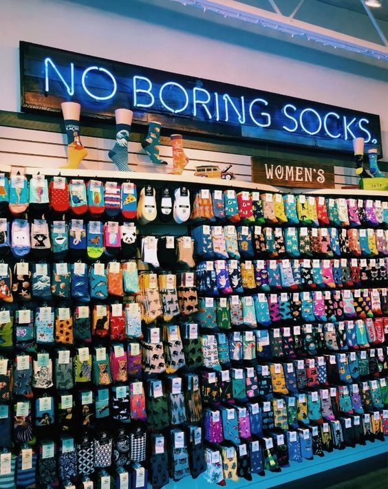 <p>I will buy designer socks in bulk at a bargain price, the purchase volume is 300-500 pieces.</p>  <p>&nbsp;</p>