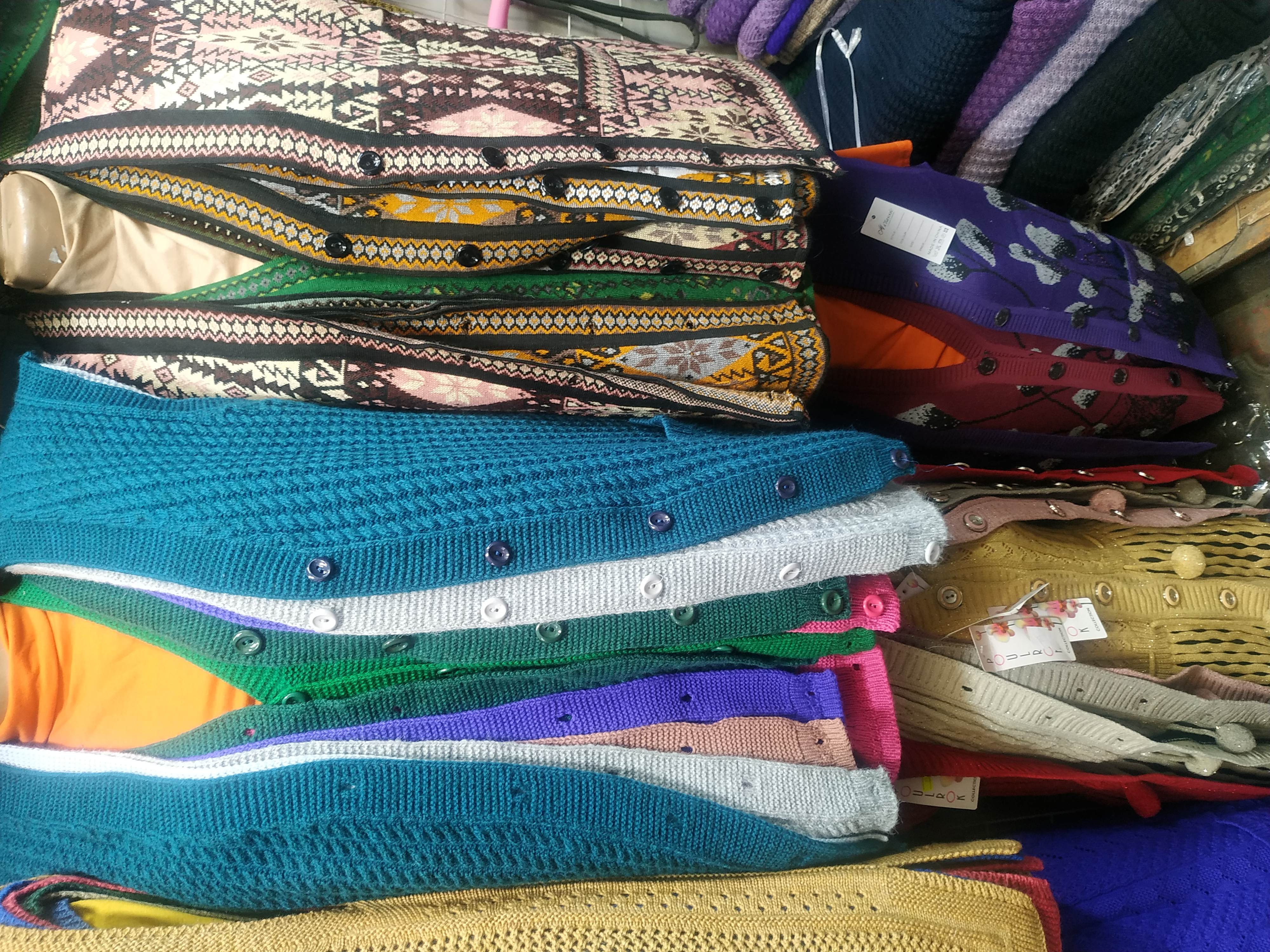 <p>We buy wholesale women&#39;s jumpers, vests, cardigans, sweaters, sweaters for ages over 40. The volume of the purchase is from 100 pieces and more.</p>  <p>(translated from russian)</p>